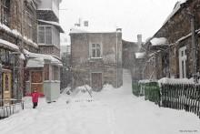 Одесский дворик зимой / Одесский дворик зимой, снег, радость детей...