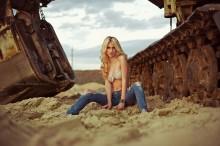 Без названия / photo: Boris Bushmin model: Polina Karpilyanskaya make-up: Antonina Yablokova