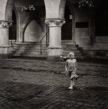 Приключение косички / город улица девочка