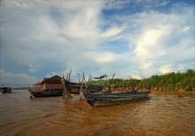 паркинг / камбоджа. тонлесап