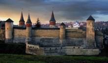 Каменец-Подольский / старый замок крепоти в каменце