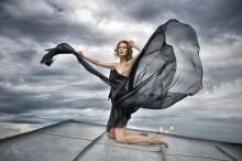 На ветру / модель: Hanna