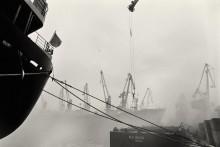 Туманное утро в порту. / Одесский порт. Утренний туман клочьями ползет по акватории порта... Работа продолжается...