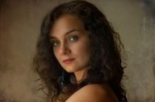 Портрет девушки с бирюзовой сережкой / гелиос 44-3