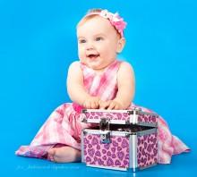 Маленькая модница. / стоять еще не умеем, но розовое любим :) моя крестница, Ульяна