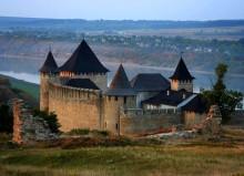 Хотин / Украинская крепость в местечке Хотин, под стенами которой сражались -  доблестный рыцарь Айвенго, Робин Гуд, Тарас Бульба, Дартаньян и три мушкетера...