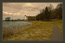 Мирский замок ранней весной / ******
