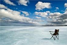Место для пейзажа... / Кольский п-ов, широкая Салма. Зимняя рыбалка. На фоне Кольская АЭС.