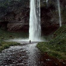 готовность выслушать собеседника / исландия, водопад