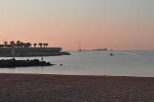 Утро / Франция, маленький городок на берегу Средиземного моря