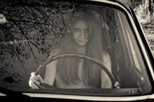 Портрет / Девушка и машина