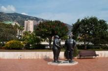 Присядем? / Памятник Адаму и Еве в Монте Карло
