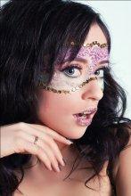 Девушка в маске / Студийный портрет с макияжем