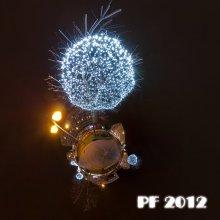 Ёлочная игрушка 2012 / Знал бы, что будет конкурс, приберёг бы предыдущий пост. Снега тоже не дождался, чтоб переснять. Рекомендуется просмотр во флеше. http://sferitus.com/panorama/street/blowball_tree.php