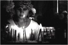 За здравие! / Сделал снимок девушки в  Свято-Успенском Псково-Печерском монастыре!