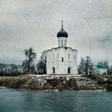 Без названия / Церковь Покрова на Нерли  1165г. декабрь 2011г.