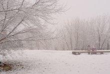Зимняя вишня / Утро нового года...Снегопад...Одинокая женщина с ребенком... Одноименный фильм...Хочется верить, что у них будет все хорошо!