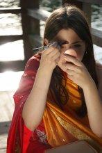"""""""Последний штрих - и я в образе.... """" / девушка Люда готовится стать индианкой"""