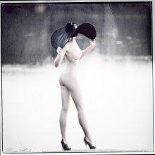 Девушка в шляпе) / лето,озеро