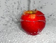 / веселое купание яблока))))))))
