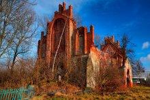 Охраняется государством. / Эта церковь 16 века (может кирха, или костёл?) одна из многих стоящих по Калининградской области именно в таком виде...