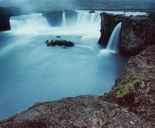 / полночь в июле в Исландии самое лучшее время для съёмок, туристов нет, только пару фотографов могут попасть в кадр.