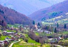 Весна в карпатском посёлке / *****