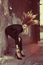 1000 Volt / photo: Boris Bushmin models: Anastasiya Kosareva make-up: Lina Sokolova hair: Ekaterina Divnogorskaya