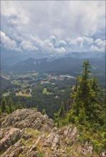 Болгария. Смолян. Орфеевы скалы / Местечко «Орфеевы скалы» в болгарских родопах недалеко от горнолыжного курорта Пампорово. Только что прошел дождь и горы «дышат» облаками :)
