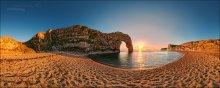 Dorset. Lulworth. Sunset / графство Дорсэт. Скальная арка Durdle Door в природном парке Люльворт. Раскрашенные закатом знаменитые меловые скалы на южном побережье. Когла-то они были дном доисторического моря, а потом дали название и всему Туманному альбиону. «Альба» означает «белый».  Формат: HDR, вилка экспозиции - 3 кадра, 2 ряда по 8 позиций с перекрытием.   P.S. Это часть сферической панорамы, которую целиком можно посмотреть здесь:  http://universe.by/panoramgalleries/41/panorams/46