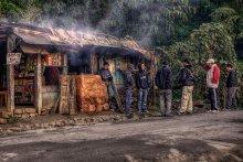 стрелка в кафе / непал придорожное кафе