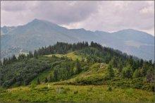На границе тучи ходят хмуро / Украино-Румынская граница в паре километров. Проходит по хребту, возле вершины Поп-Иван (на горизонте)