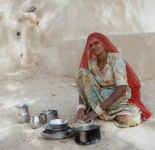 домашние хлопоты / индия, пустыня тара, мытьё посуды после завтрака