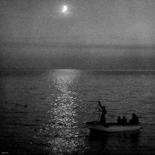 / ловцы лунного света...   в окрестностях СветиСтефана, поздний вечер, луна утонула в море когда я по берегу дошел до Будвы, кажеся начало сентября. Черногория.  приятного просмотра :)