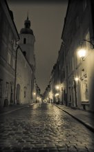 В полночь. / Прогуливаясь по Варшаве