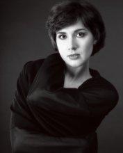 портрет в темной ткани / модель Женя Ди.