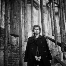 Егор (портрет в растегнутом пальто) / ........