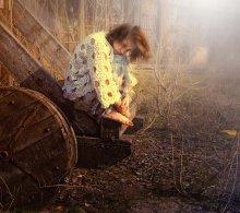 / Мой маленький мир соткан из сказок Из принцев , коней и прочих раскрасок В нем сад из подснежников Лес из мимозы На завтрак мечты и варенье из розы.  Наивно конечно, и я это знаю Поэтому скептиков я не пускаю В мой маленький мир Где не страшно и странно Где только мое преломленье пространства  Когда очень грустно мне, или страдаю Я в маленький мир мой босой убегаю Или летаю в него на метле - Это уж как захочется мне