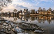 Вологодские отражения / Набережная реки Вологда, апрель.