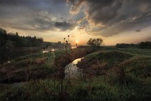 паутиновый рассвет(моск) / раннее утро прошел легкий дождик  тишина стоит обалденная