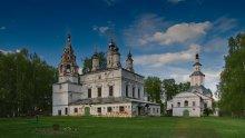 Ансамбль Спасо-Преображенской и Сретенско-Преображенской церквей / Спасо – Преображенский монастырь был основан в 1422 году игуменьей Анисьей. Существовал 342 года, о чем свидетельствует надпись на западной стене Спасо – Преображенской церкви. В 1764 году был ликвидирован с переводом в Иоанно – Предтеченский монастырь, а Спасо – Преображенский собор превращен в приходскую церковь.   19 июля 1928 года Президиум Северо – Двинского губисполкома своим постановлением передал Спасо – Преображенскую церковь Северо – Двинскому губархиву под хранилище архивного имущества. В сентябре 1928 года состоялось последнее богослужение, а 12 ноября начали снимать колокола с колокольни Спасо – Преображенского храма.