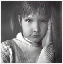 Взгляд ребенка / был недоэкспонированный кадр... сбросила в архив, но сколько потом ее не снимала, такого взгляда так и не добилась.