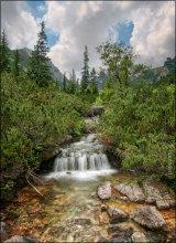 Bulgaria. Rila Reservat. Malyovitsa River Waterfall / Рильский резерват недалеко от Софии (Болгария). Маленький водопад на реке Мальовица. Начало длинного пути к семи рильским озерам на вершинах далеких гор.