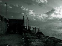 безветрие / Тель-Авив // Был удивительно тихий вечер, несмотря на бурный морской прибой и частые дожди. Так, что даже водяная пыль от бьющихся друг о друга волн, стояла столбом над поверхностью воды...