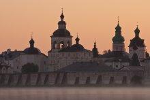 Кирилло-Белозерский монастырь / Кирилло-Белозерский мужской монастырь расположен на берегу Сиверского озера в черте современного города Кириллов Вологодской области.