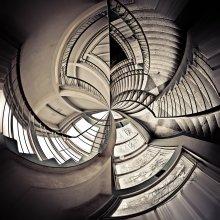 Сфероид / Небольшие извращения в фотошопе с главной лестницей Химического факультета в Минске