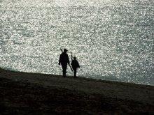 на рыбалку / случайный снимок, вечером у реки