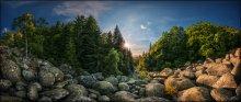 """Bulgaria. Vitosha. Golden Bridges / Золотые мосты - удивительный по красоте природный феномен - крупнейшая каменная река в национальном парке Витоша в предместьях Софии. Каменный """"поток"""" шириной 150 метров стекает с вершины горы несколькими языками в долину более чем на 2 километра. Средний размер камушка - 2-3 метра. На закате желтый мох на камнях действительно вспыхивает золотом...  Формат: HDR, вилка экспозиции - 3 кадра, 2 ряда по 8 позиций с перекрытием.  P.S. Это часть сферической панорамы, которую целиком можно посмотреть здесь: http://universe.by/panoramgalleries/63/panorams/102"""