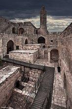 Крепость  Давида / Внутри крепости Мигдалъ Давид  в Иерусалиме.  Крепость-музей «Мигдаль Давид»(Башня Давида) расположен в Иерусалиме, внутри старинной отреставрированной крепости. Это место, где соединяются западный и восточный Иерусалим, где тесно переплетены различные культуры, прошлое и настоящее.