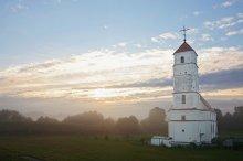 Туманным утром / Преображенская церковь в Заславле
